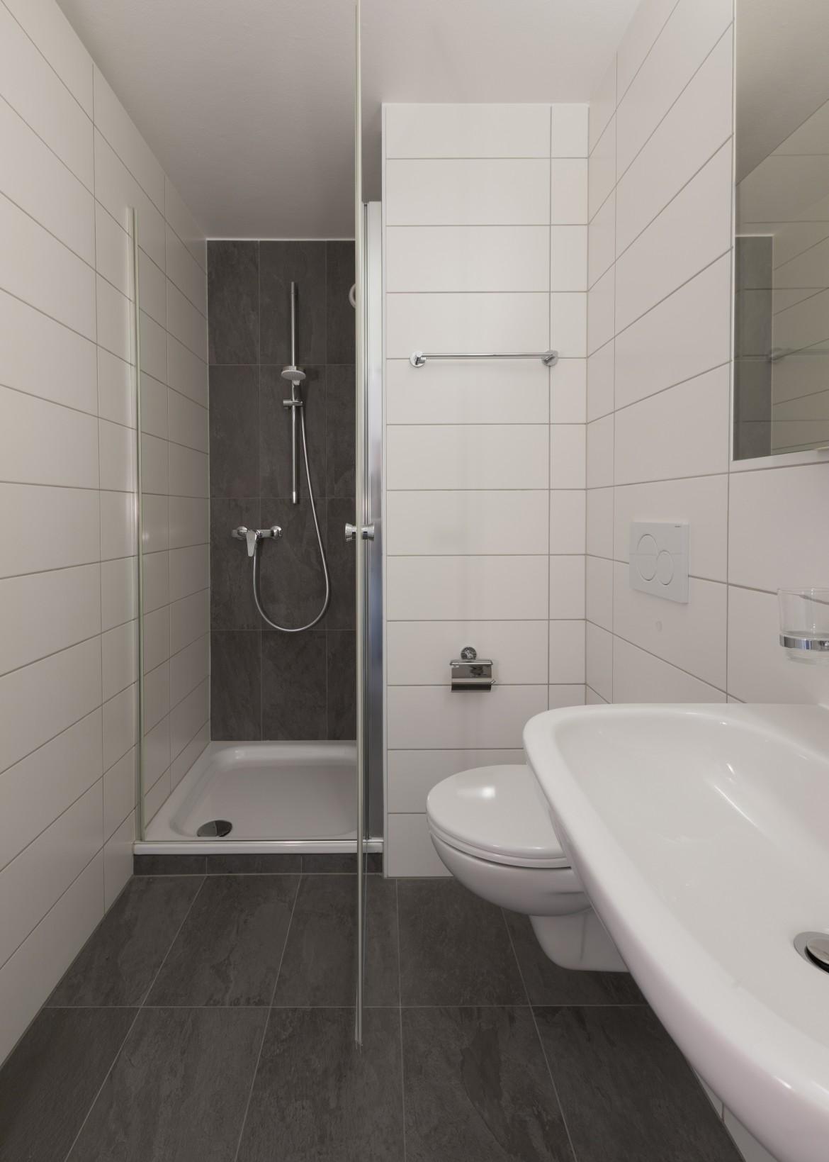 WC après rénovation et avec ajout d'une douche